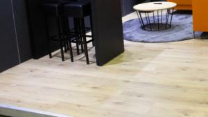 raised floor 10cm finished with oak laminate